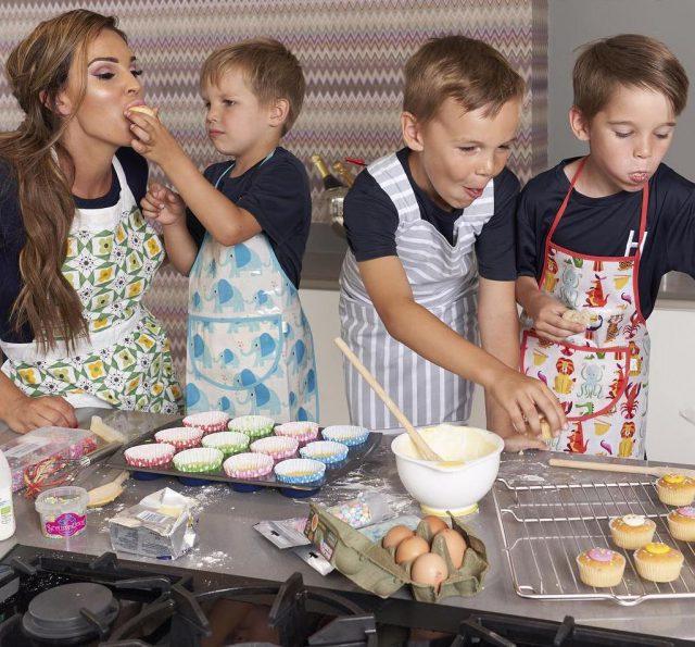 Даниэль Ллойд с детьми2