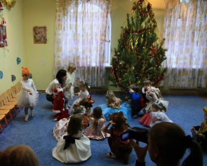 Сценарий новогоднего утренника для детей 5-6 лет старшей группы детского сада — В волшебном лесу под Новый год
