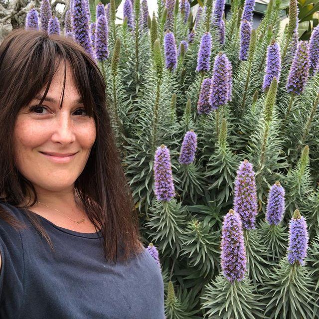 Рики Лейк с цветами
