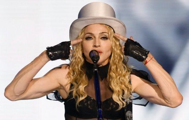 Переодеваем Мадонну