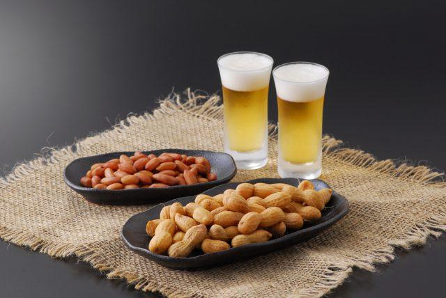 Пиво и орешки