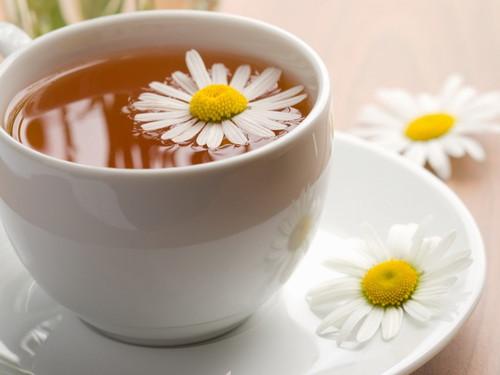 Народные средства для повышения лактации - чай из ромашки