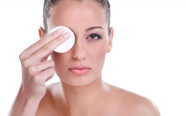 Очищайте кожу после макияжа бровей