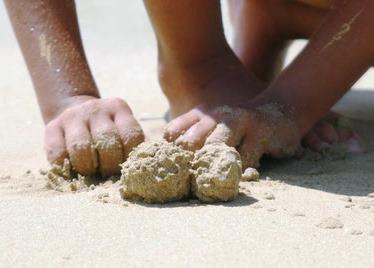 10 новых игр с песком для ребенка 4-7 лет