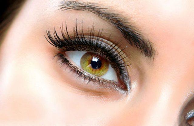 Ленточные ресницы на глазах