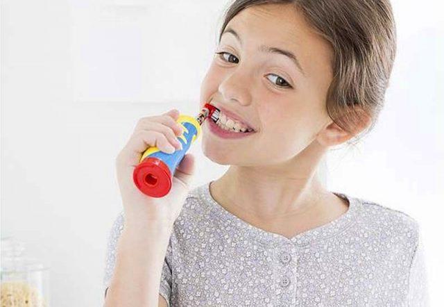 Чистить зубы ребенку Oral-B Stages Power