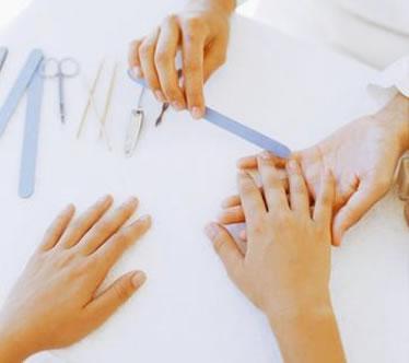 Как снять ногти, нарощенные гелем