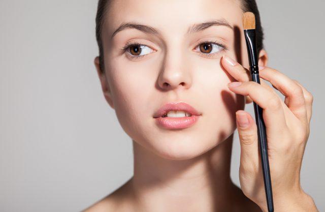 Как макияжем скрыть круги под глазами