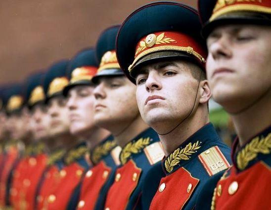 15 звезд-защитников Отечества знаменитости, служившие в армии, как все
