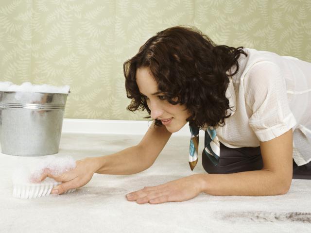Народные средства для чистки ковра в домашних условиях