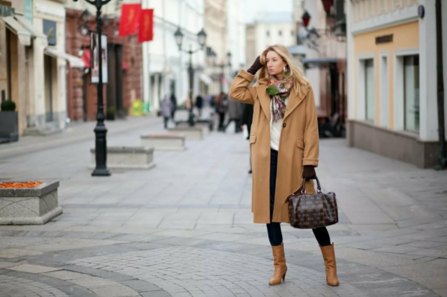 С чем сочетается коричневое пальто10