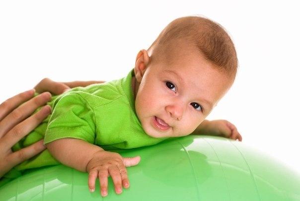 Маленькие и большие мячи для детей - фитбол