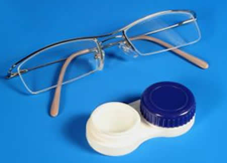 Контактные линзы или очки для коррекции зрения