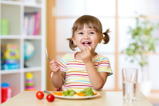 Как приучить ребенка есть, можно ли кормить насильно