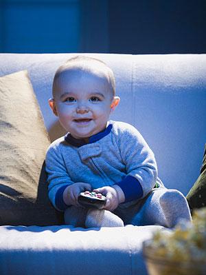 Можно ли смотреть мультики детям до года