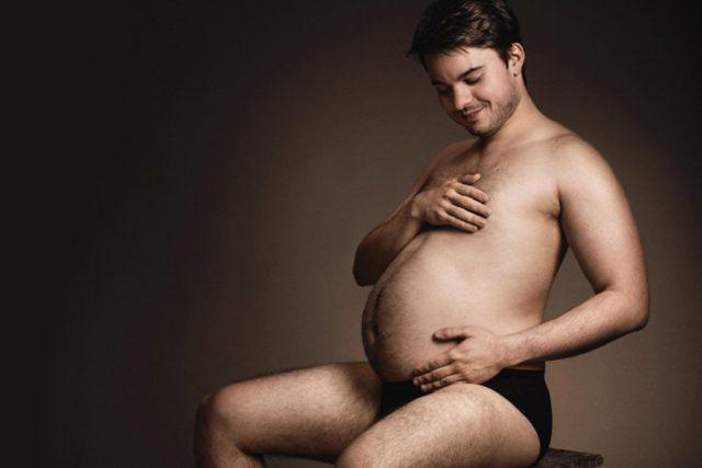 Мужчине снится беременность