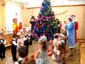 Сценарий Нового года в младшей группе детсада