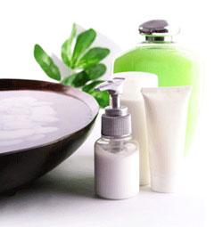 Тоник, вода или молочко для лица - что выбирают женщины для снятия макияжа