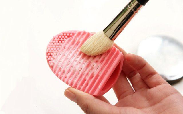 Мыть натуральные кисти