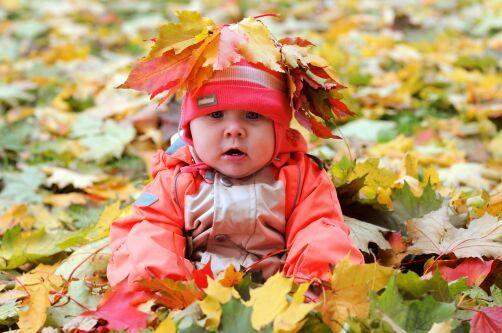 Какую одежду купить новорожденному осенью
