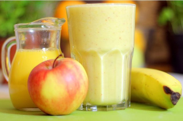 Сок из яблока и банана