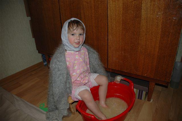 Парить ножки ребенку от кашля
